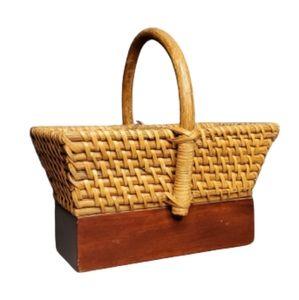 Basket with wood base